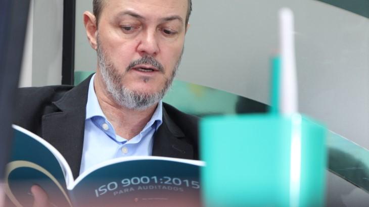 """Ivan Gonçalves e o livro """"ISO 9001 para Auditados"""""""